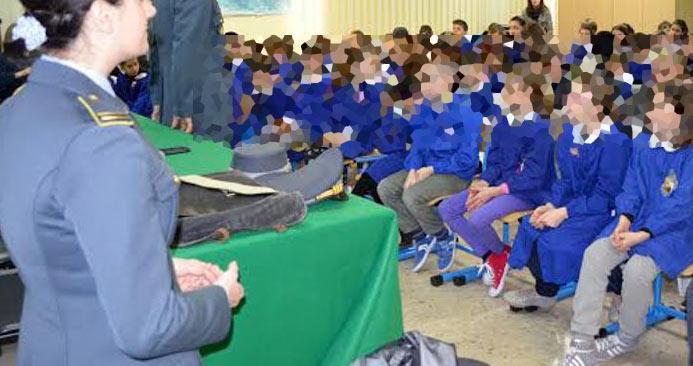 Le Fiamme Gialle del Comando Provinciale di L'Aquila incontrano gli studenti del Liceo Scientifico di Carsoli