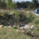 Rifiuti abbandonati nelle vicinanze della Pineta ad Avezzano