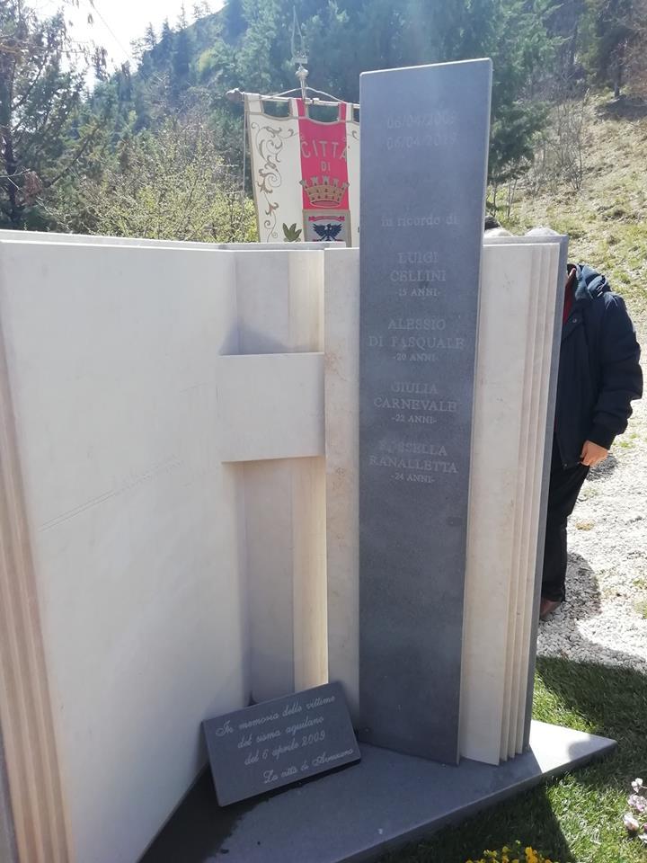 Inaugurato il monumento che ricorderà le giovani vittime marsicane del terremoto dell'Aquila
