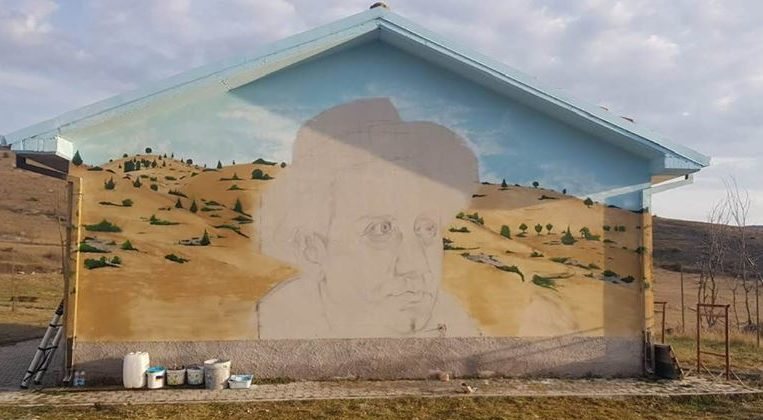 Pescina, artista del posto rende omaggio a Ignazio Silone con un'originalissima opera