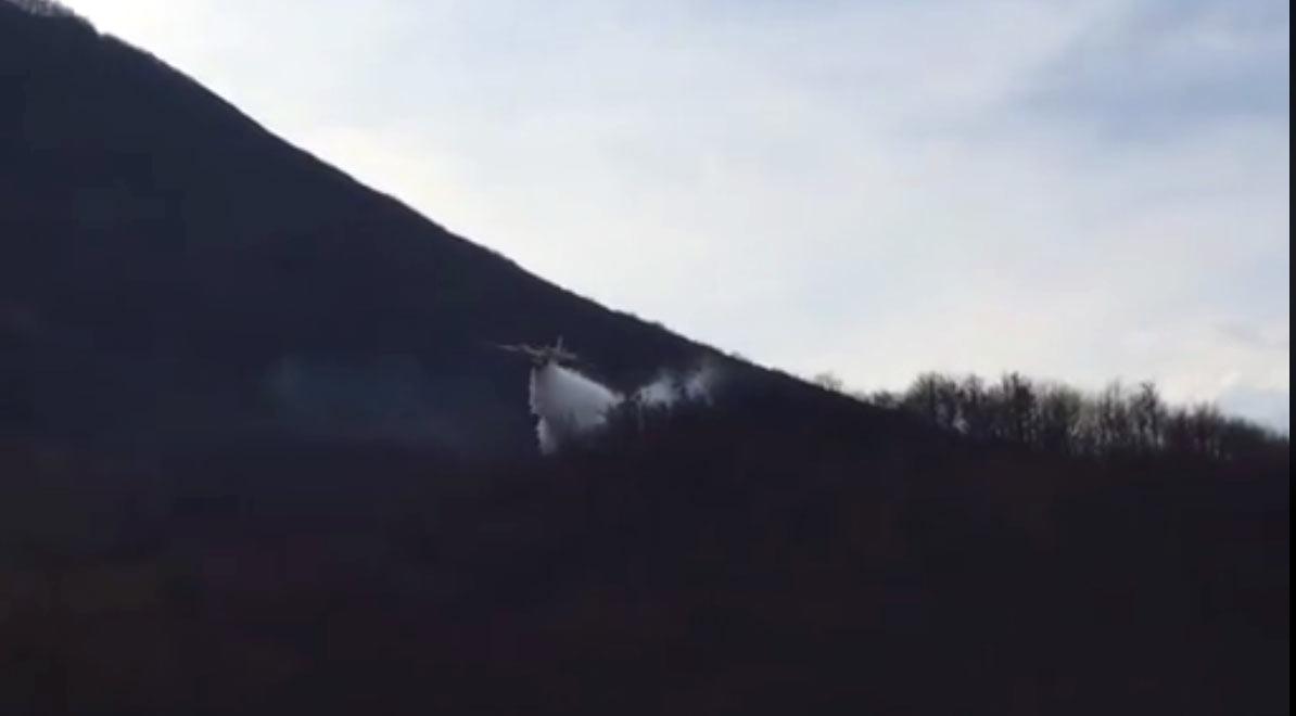 Quattro incendi nella Marsica, arrivano i canadair