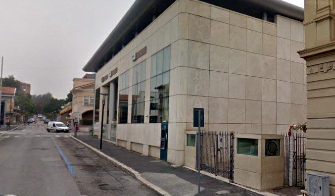 Colpo grosso ad Avezzano, in tre armati rapinano una gioielleria