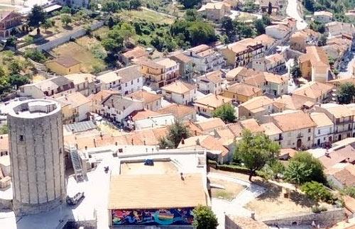 Aielli, un monumento alla memoria del partigiano Milone