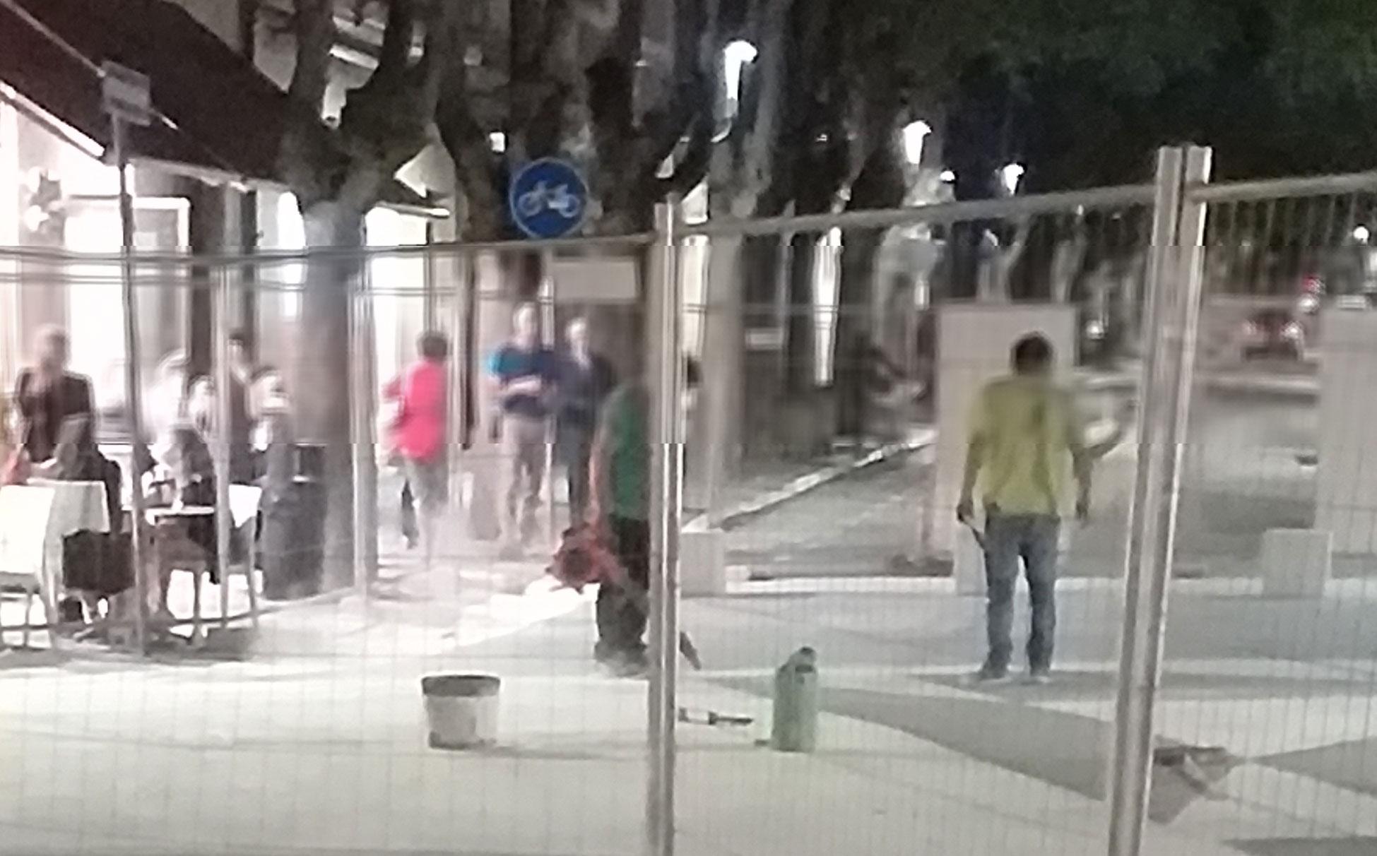 Nube di polvere in piazza Risorgimento, niente paura, operai a lavoro
