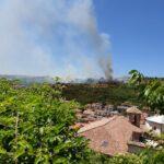 Vasto incendio alle porte del paese di Pescina