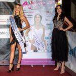 La Miss avezzanese Jessica Ruscitti consegna la corona di Miss Reginetta D'Italia a Giada Pelusi