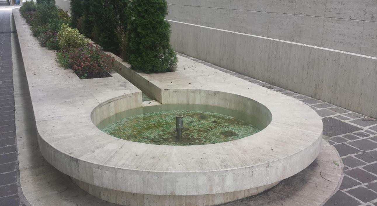 Avezzano, in degrado la centralissima fontana di Via Marconi