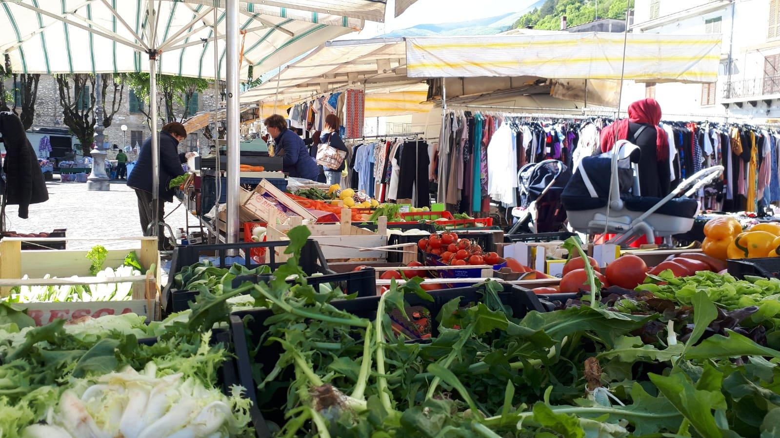 Mercato al centro di Avezzano, associazioni di categoria ringraziano tutti tranne il consigliere Taddei