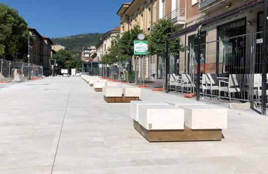 Oggi apertura parziale di Piazza Risorgimento, dubbi sulle nuove panchine in via Corradini
