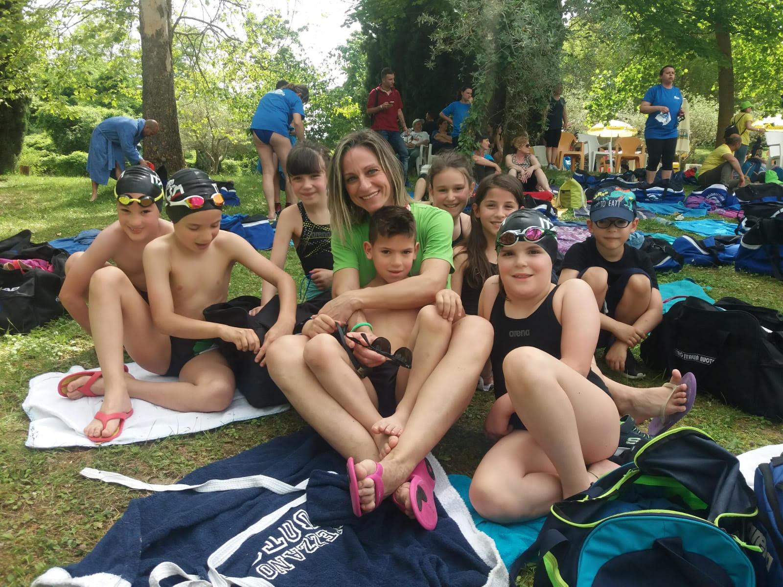 Gli atleti del Centro Italia Nuoto sul podio ai campionati nazionali di nuoto