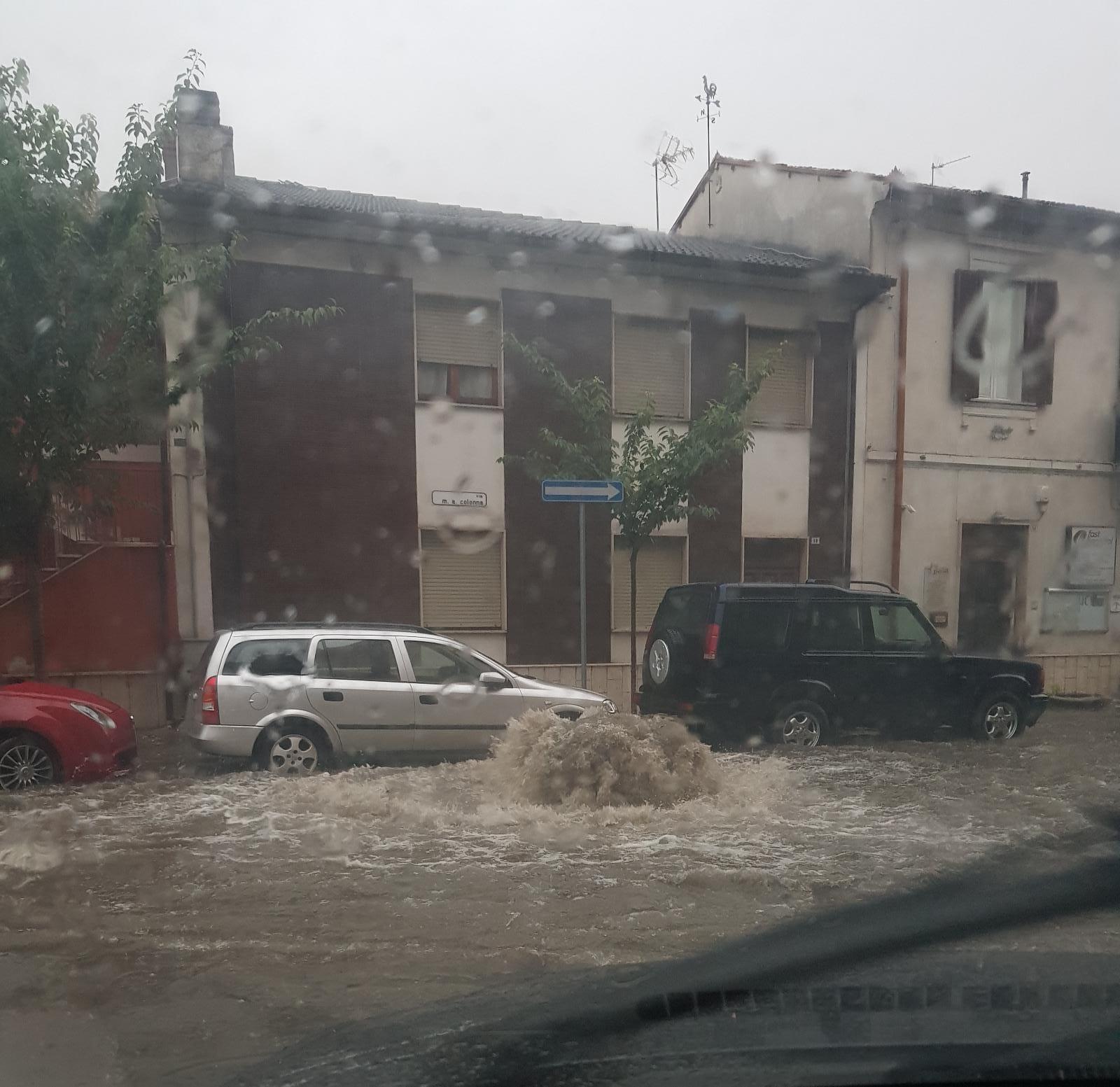 Bomba d'acqua ad Avezzano, le strade diventano fiumi