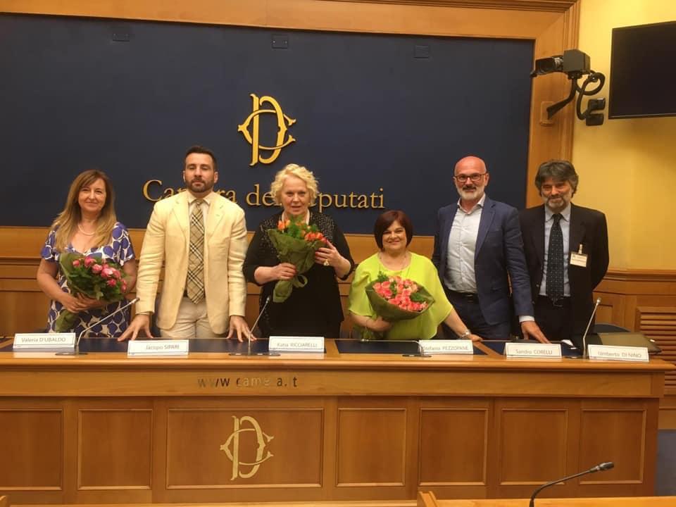 Jacopo Sipari sul podio della Boheme peri 50 anni di carriera di Katia Ricciarelli