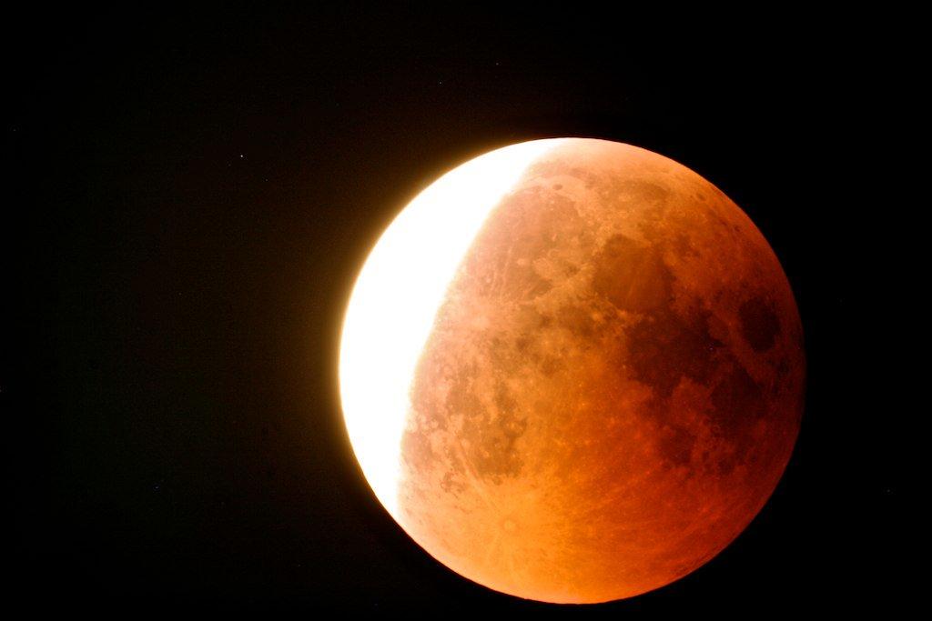 Martedì lo spettacolo astronomico dell'eclissi di Luna