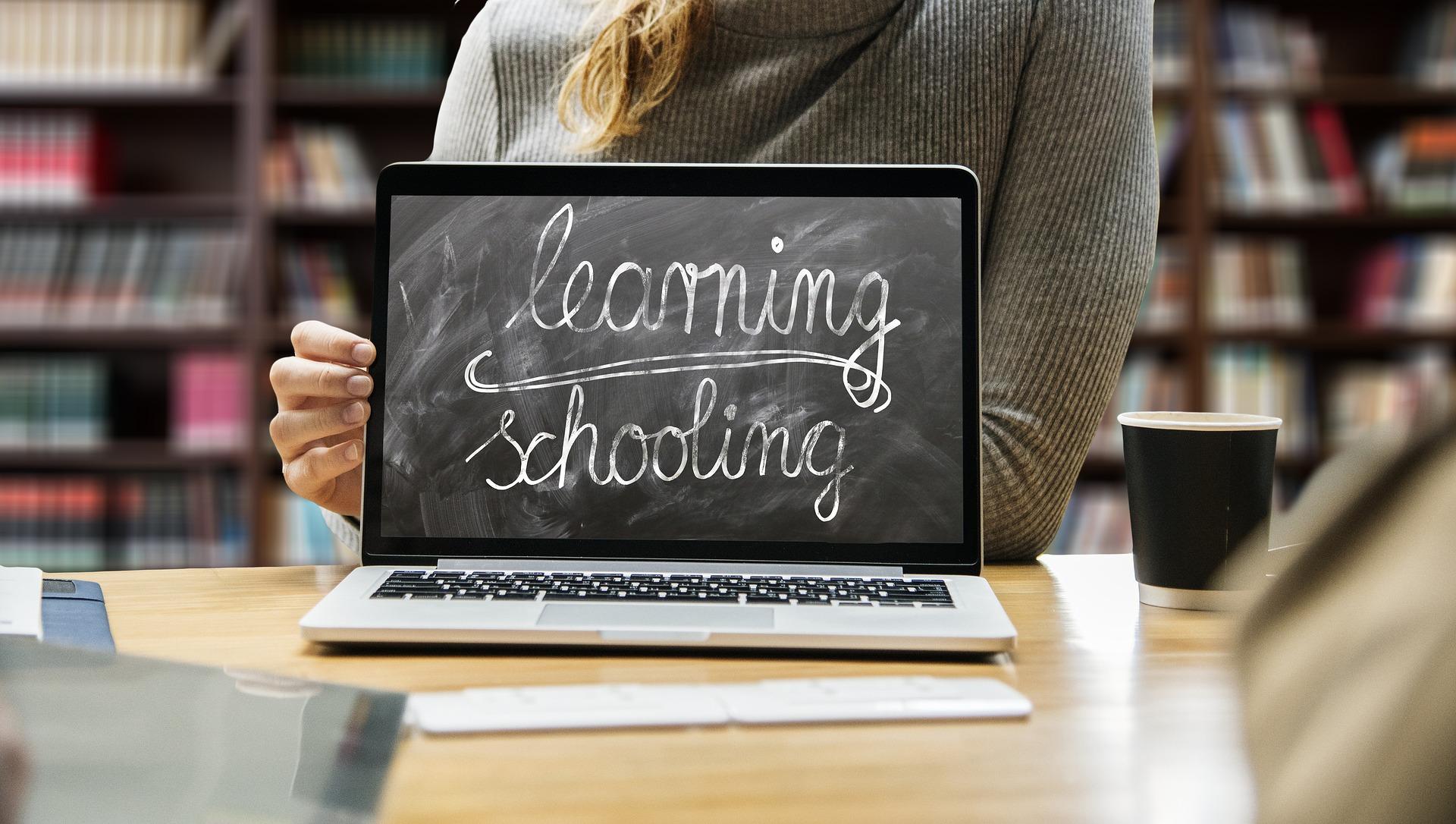 Scuola digitale, a che punto siamo in Italia? Il progetto Decode e lo stato della rete