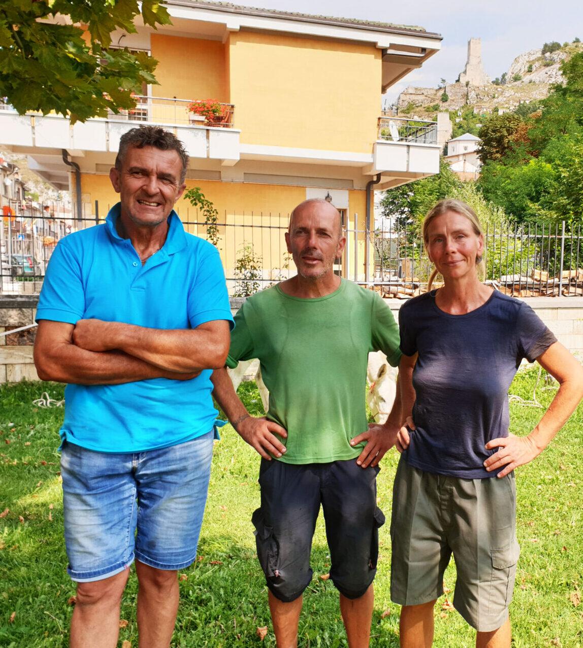 Coppia di sposi con due asinelli in cammino per L'italia, l'incontro con la Marsica