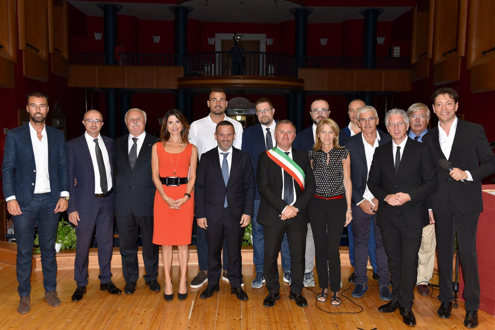 Premiati gli Ambasciatori D'Abruzzo, riconoscimenti speciali a Di Fulvio e Pomilio