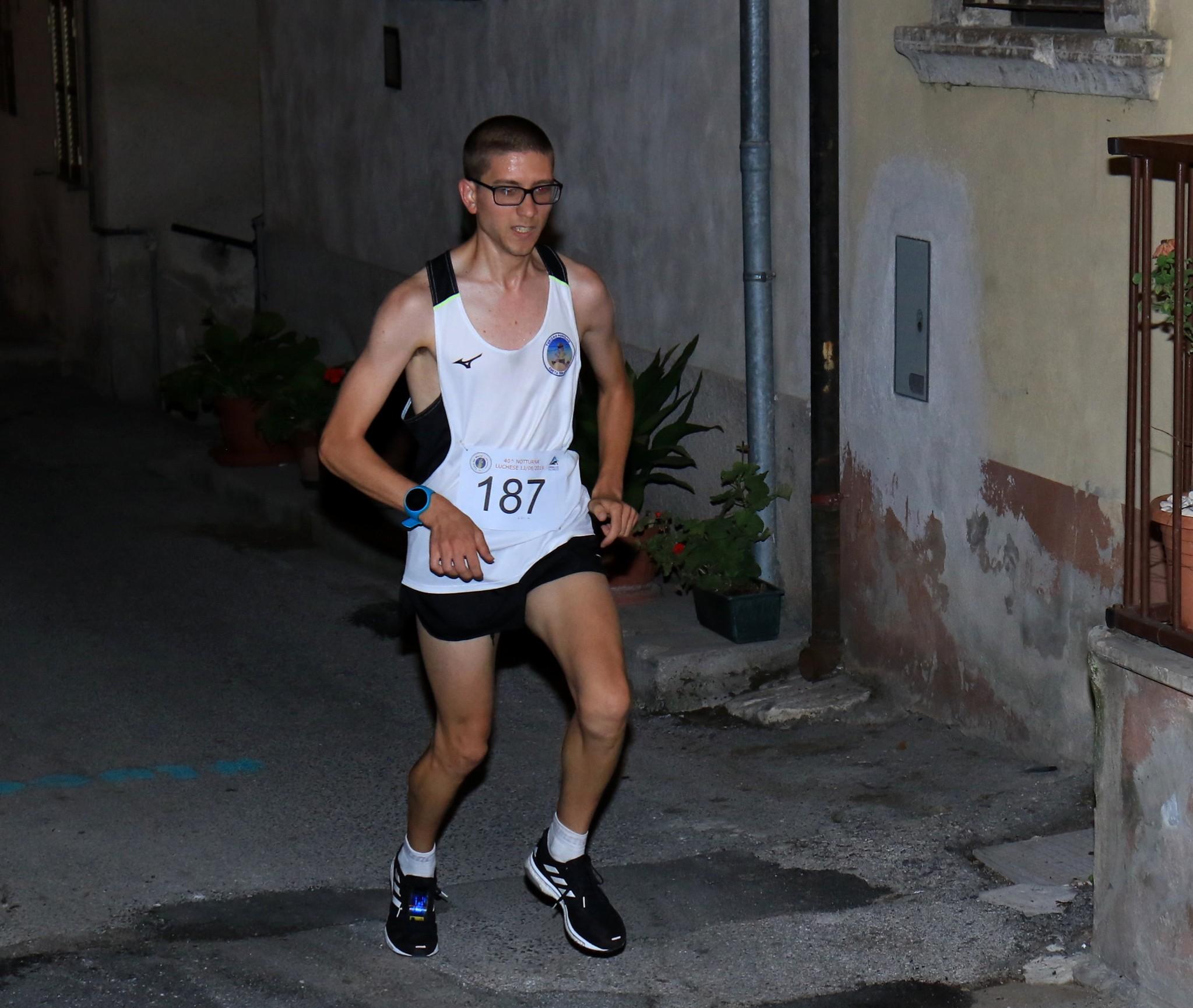 Marco Visci torna a vincere la Notturna Luchese dopo la beffa dello scorso anno