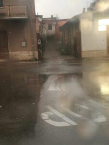 Bomba ad acqua ad Avezzano, strade allagate e tombini scoperchiati