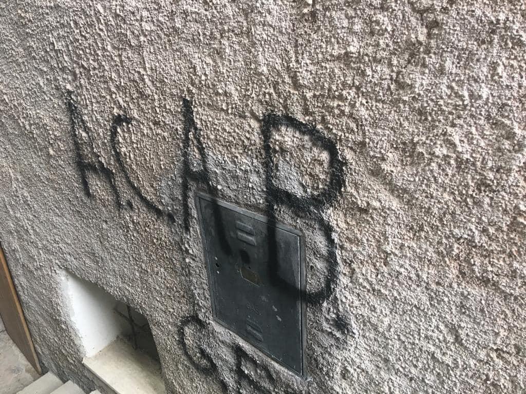 Scritte contro la polizia a Petrella Liri