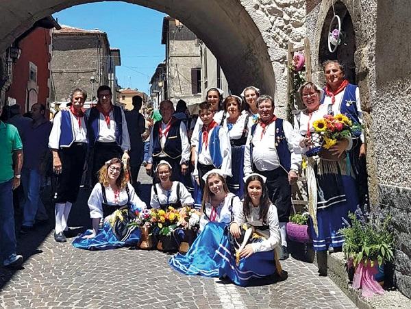 Al via il Festival Internazionale del Folklore a Roccavivi