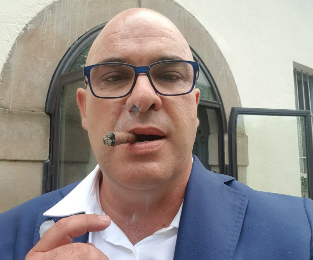 Spopolano sul web i video in dialetto del trasaccano Gianluca Rotini