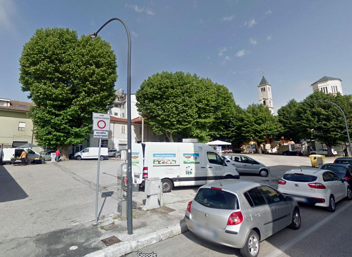 """Taglio degli alberi in Piazza Mercato, interviene il comitato e precisa su tutto, """"durante la presentazione del progetto non è stato reso chiaro il taglio degli alberi"""""""