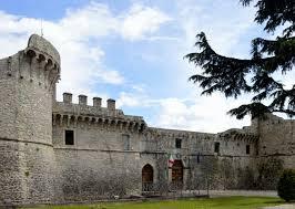 """""""Una Giornata al Castello"""": associazioni in campo per ripulire l'area adiacente al Castello Orsini di Avezzano"""
