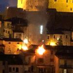 Spaventoso incendio nel cuore di Celano (video)