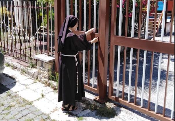 Dopo settant'anni di attività le Suore Missionarie di Gesù Bambino, lasciano Celano e la loro Casa in Santa Maria Valleverde