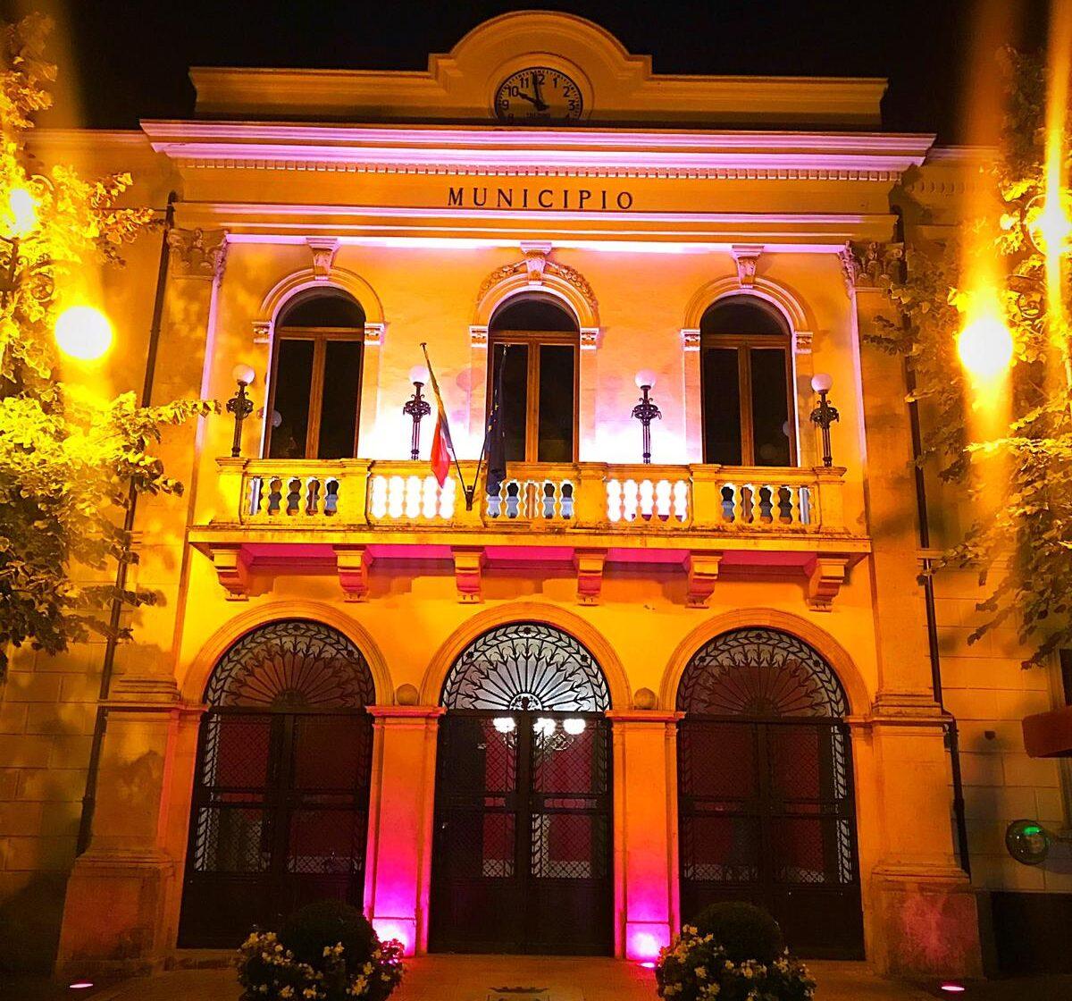 Il Palazzo Municipale di Tagliacozzo si tinge di rosa per sostenere la campagna Nastrorosaairc