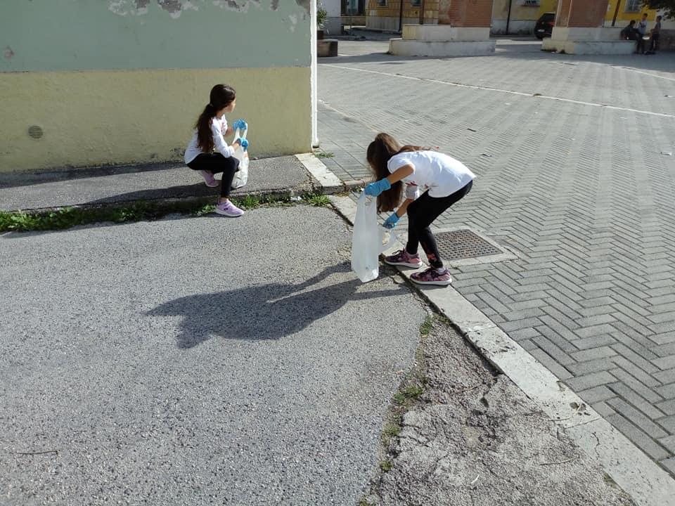 Grandi gesti di civiltà, volontari di ogni età in azione contro i rifiuti