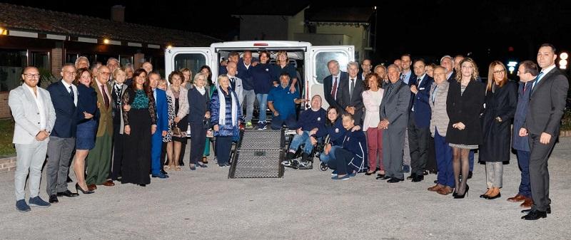 L'associazionismo fa rete intorno al Rotary Club di Avezzano, donata una pedana all'Unitalsi