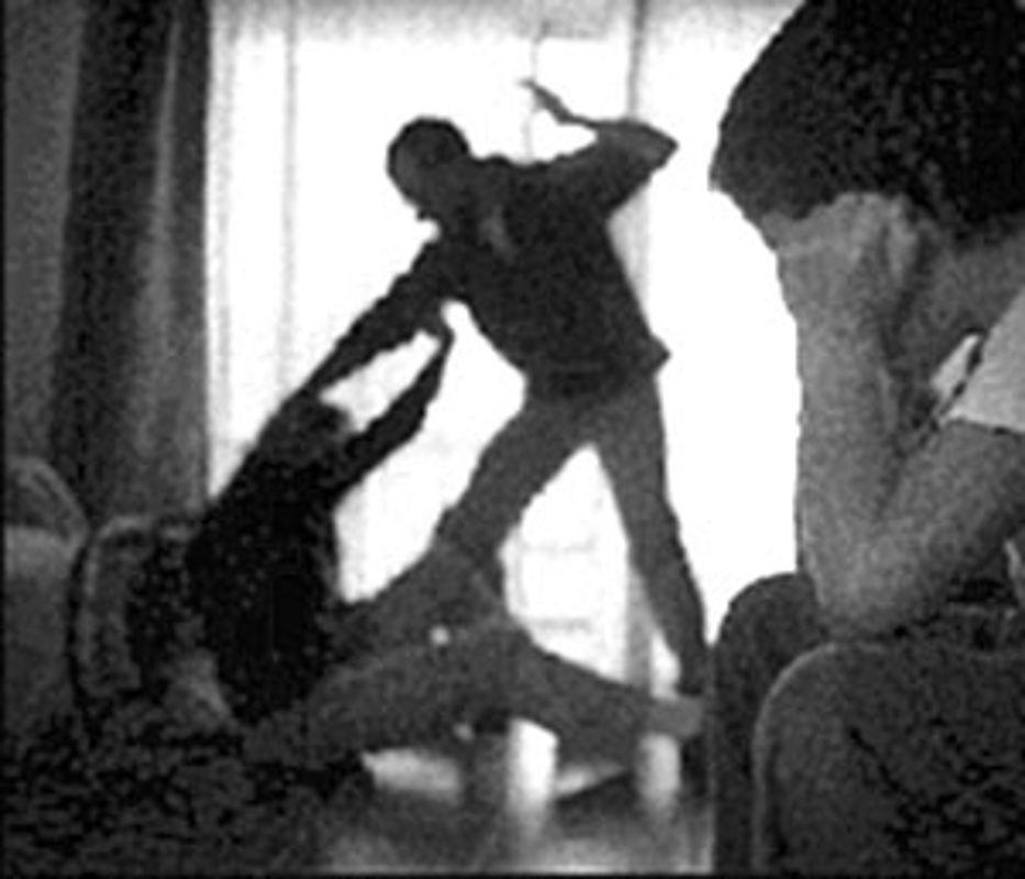 Avezzanese molesta la moglie davanti al figlio piccolo, dopo la denunzia finisce in manette