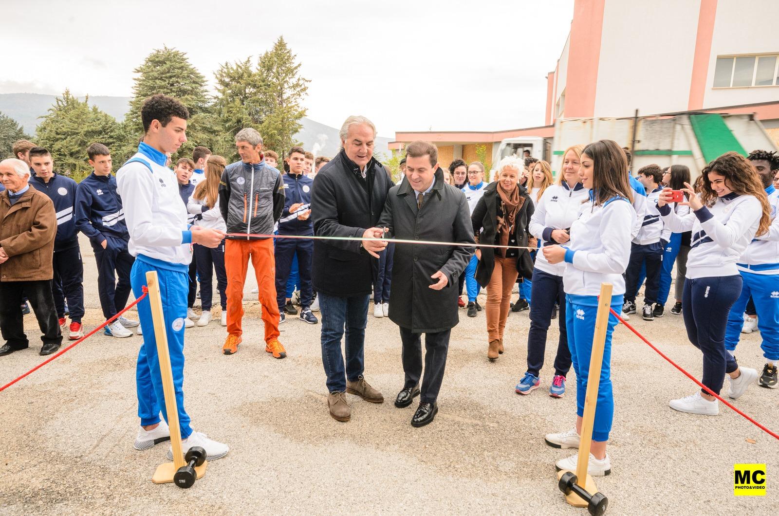 """Inaugurato l'impianto di arrampicata del Liceo Scientifico """"Vitruvio Pollione"""" di Avezzano"""