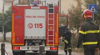 I Vigili del Fuoco rianimano un infortunato durante un'operazione di soccorso