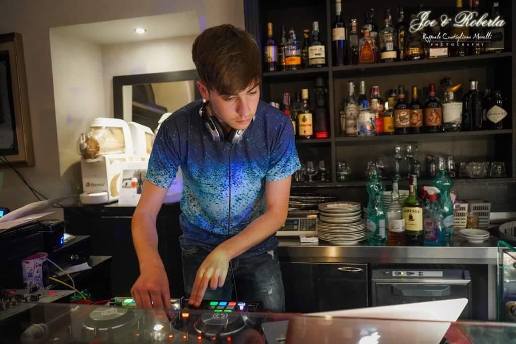 Giovanissimo DJ marsicano scelto tra 20000 per la finale nazionale del più grande concorso europeo per DJ emergenti