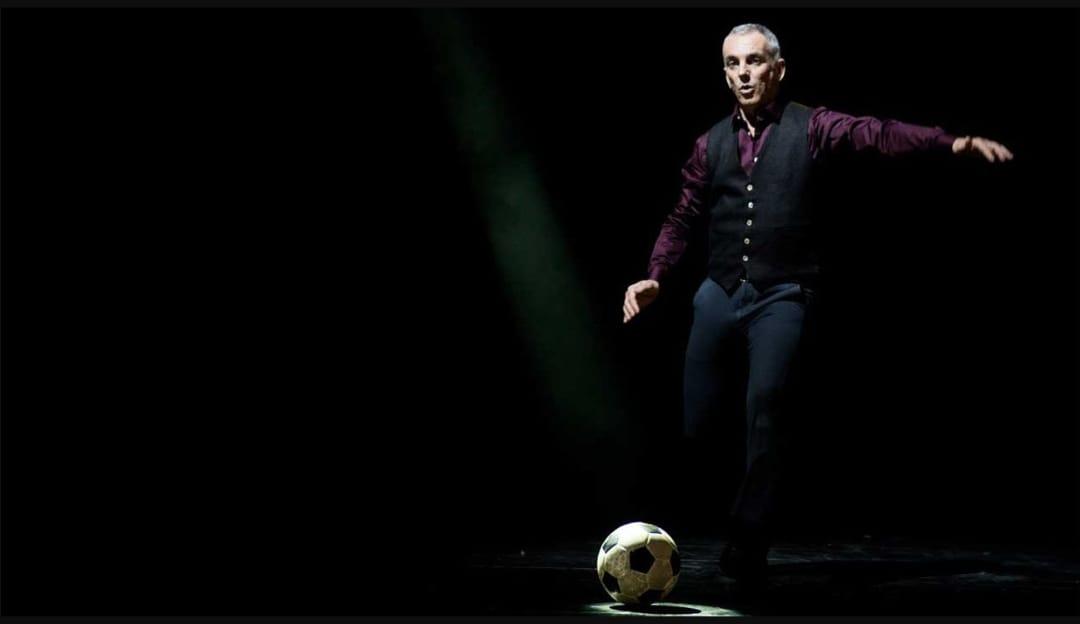 """Può un """"rigore"""" cambiare la storia? Sport, musica e filosofia nello spettacolo di Federico Buffa al Teatro dei Marsi"""