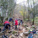 Cittadini volontari all'opera per bonificare un'area nei pressi di Capistrello