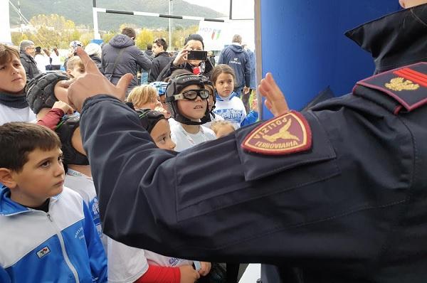 L'Aquila invasa gioiosamente da 1200 bambini per le Feste del Rugby di Fir, Ansf e Polfer