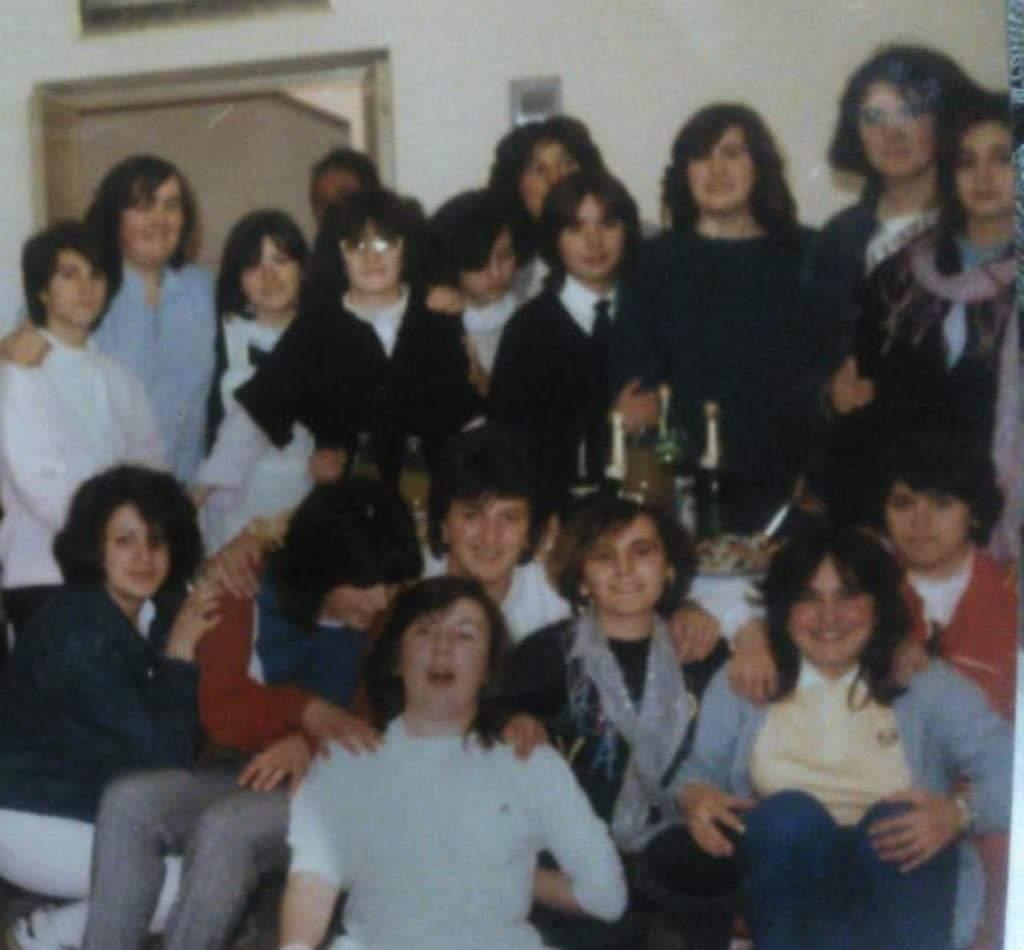 Di nuovo insieme dopo 40 anni davanti al loro collegio