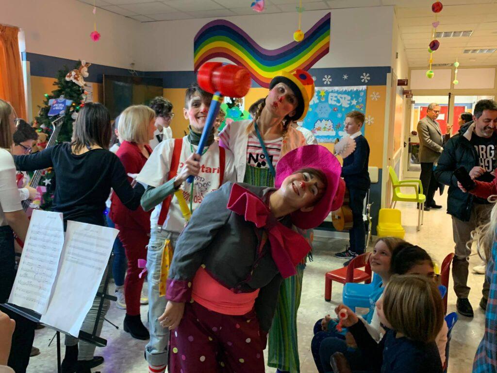 Musica e sorrisi al reparto di pediatria dell'ospedale di Avezzano con la fondazione Giano, vertici ASL e rappresentanti della regione