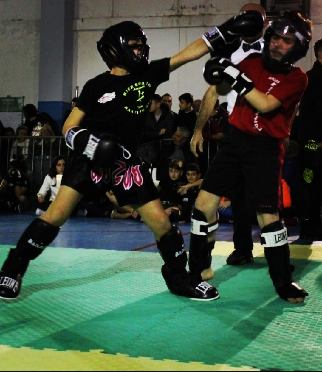 Campionato di Kick Boxing, gli atleti del team Di Donato fa il pieno di medaglie