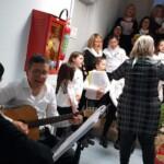 Il coro Arcobaleno e la Pro Loco di Pescina portano un sorriso agli ospiti del Serafino Rinaldi
