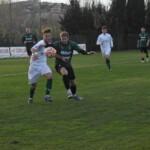 Babbo Natale porta il carbone all'Avezzano, sconfitto per 2 a 0 nel derby contro il Chieti. Liguori si dimette, torna Mecomonaco. L'analisi della crisi biancoverde.