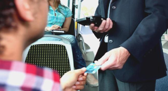 Minorenne costretto a scendere dall'autobus per venti centesimi