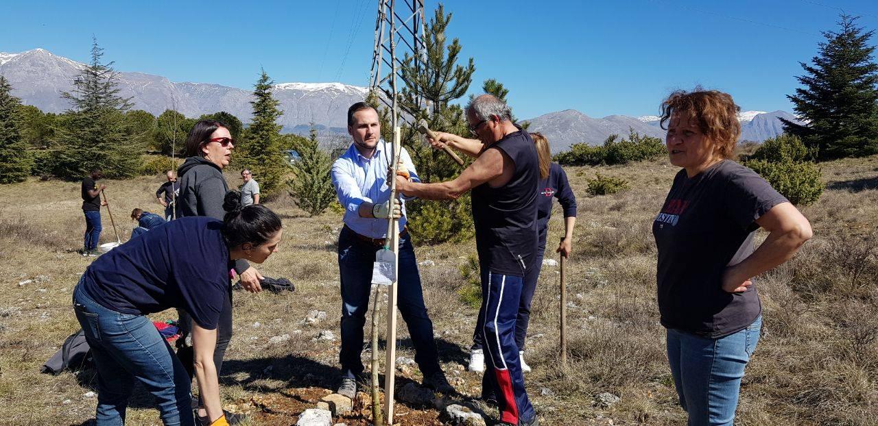 Il M5S pianta 15 nuovi alberi al Dino Park ad Avezzano