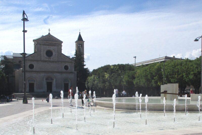 """""""Io Dono"""" i ragazzi di Gioventù Nazionale in Piazza Risorgimento ad Avezzano"""