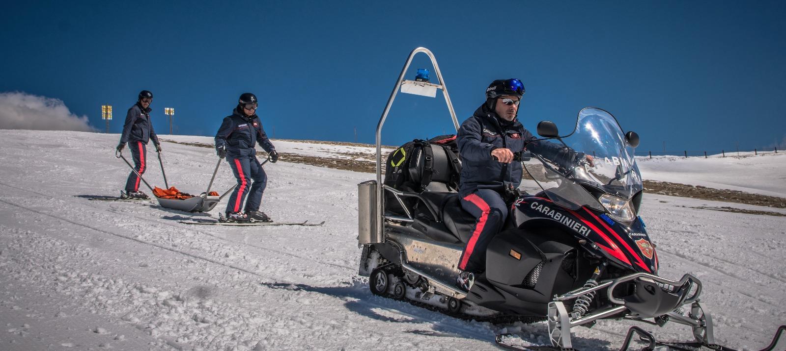 Controlli e soccorso dei Carabinieri sulle piste da sci, sanzionato giovane sciatore in possesso di marijuana