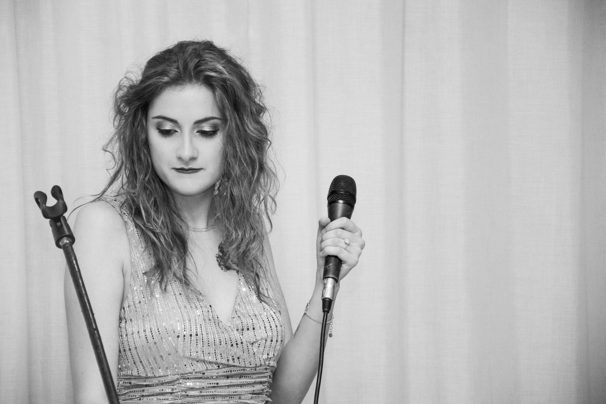 Di notte io e te: la bella canzone di Adele Salvucci in ricordo di mamma Vanda