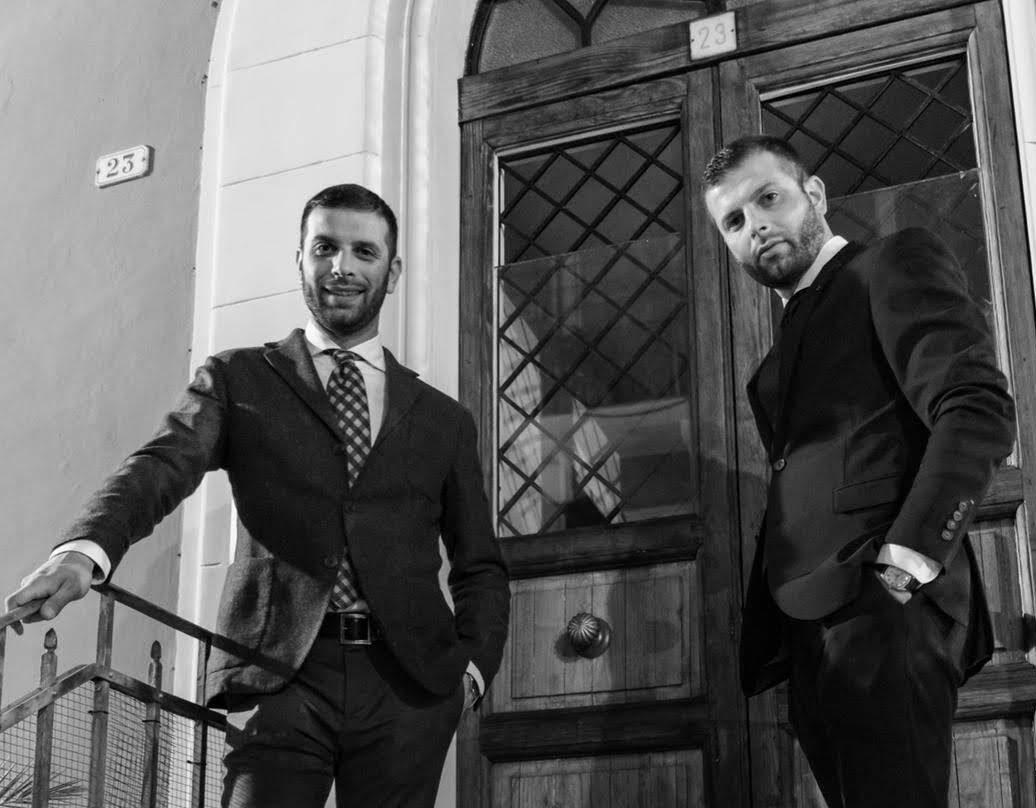 I gemelli-attori avezzanesi Alessandro e Simone Cianfarani sulla cresta dell'onda: piccanti sul set ed imprenditori nella vita